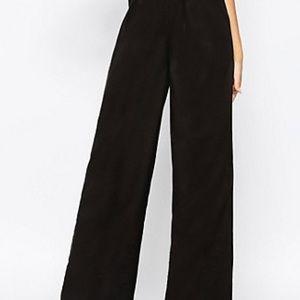 Express funnel leg pants womens M reg. Black